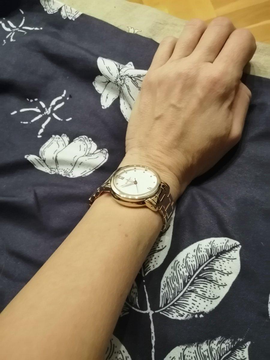 Прекрасные часы к золотым украшениям