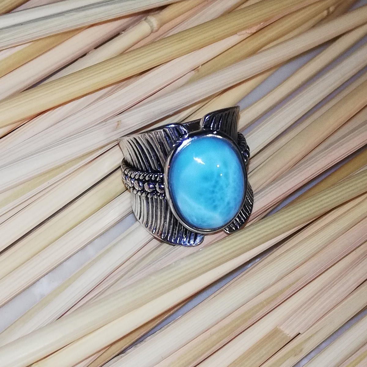 Необычное кольцо с редким камнем, давно хотела что-то с ларимаром найти.
