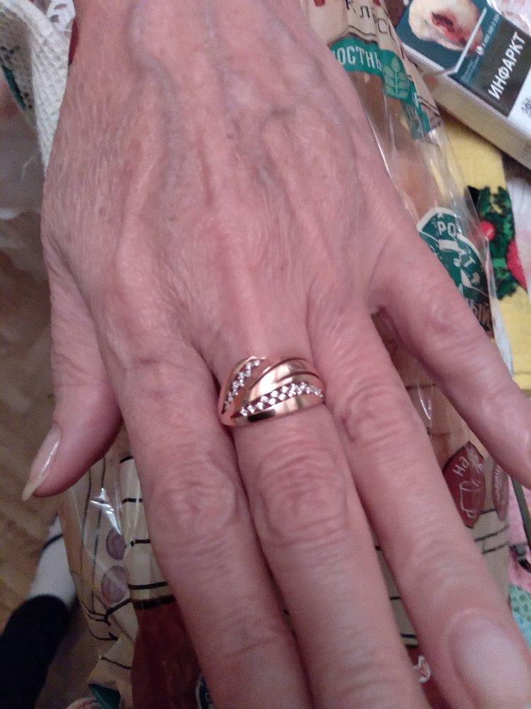 Кольцо золотое с фианитами в подарок