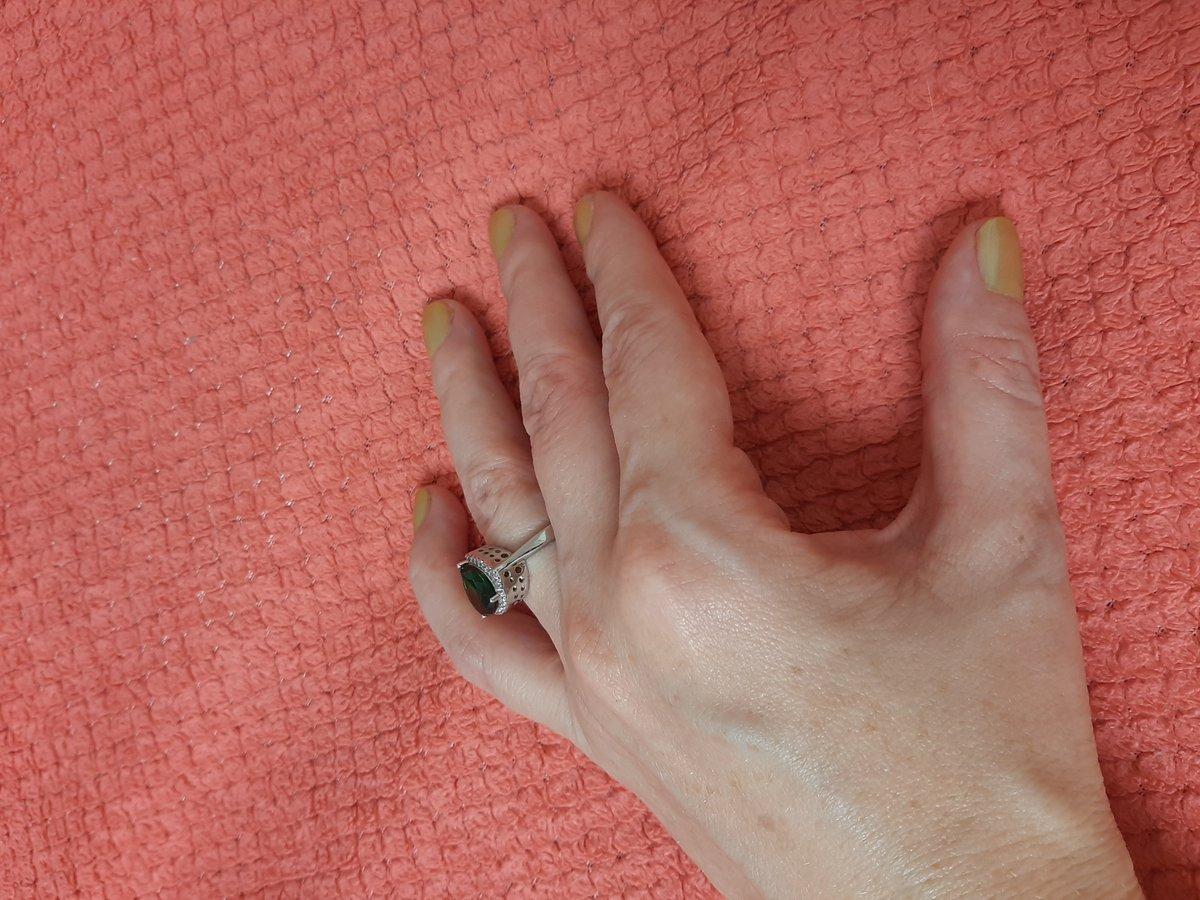 Кольцо с зеленым камнем