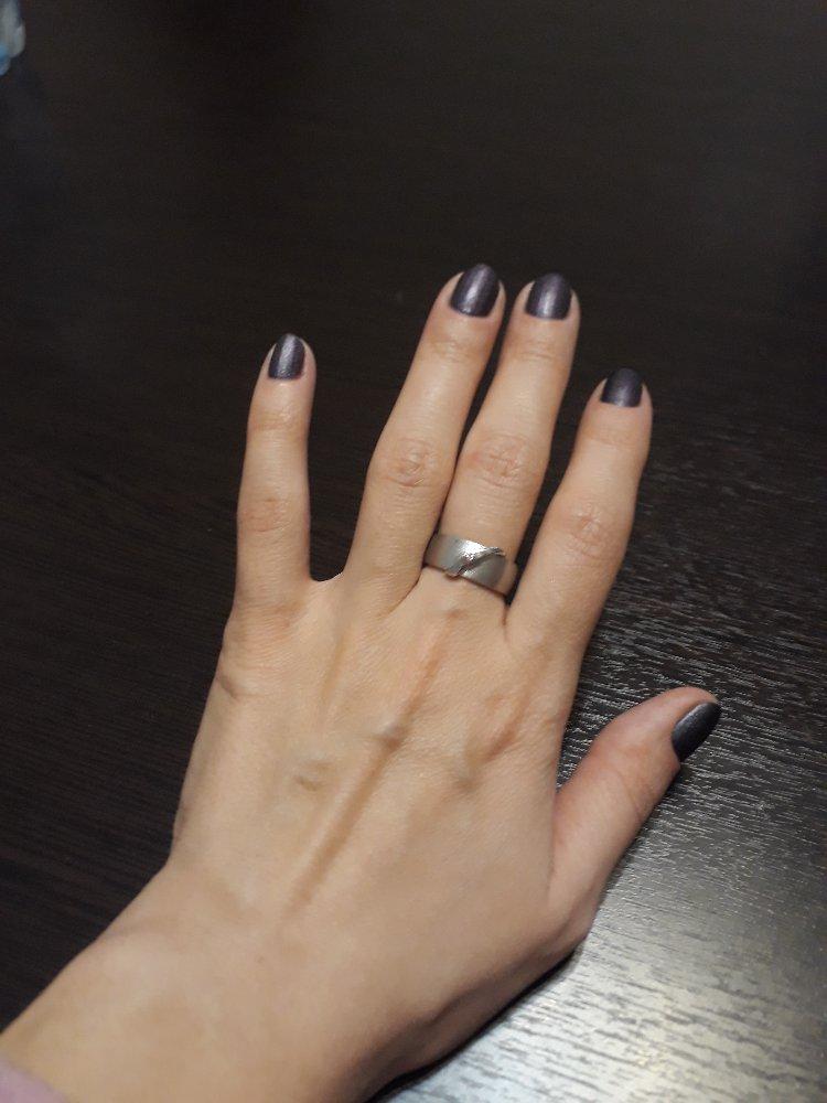 Серебряное колечко с бриллиантом