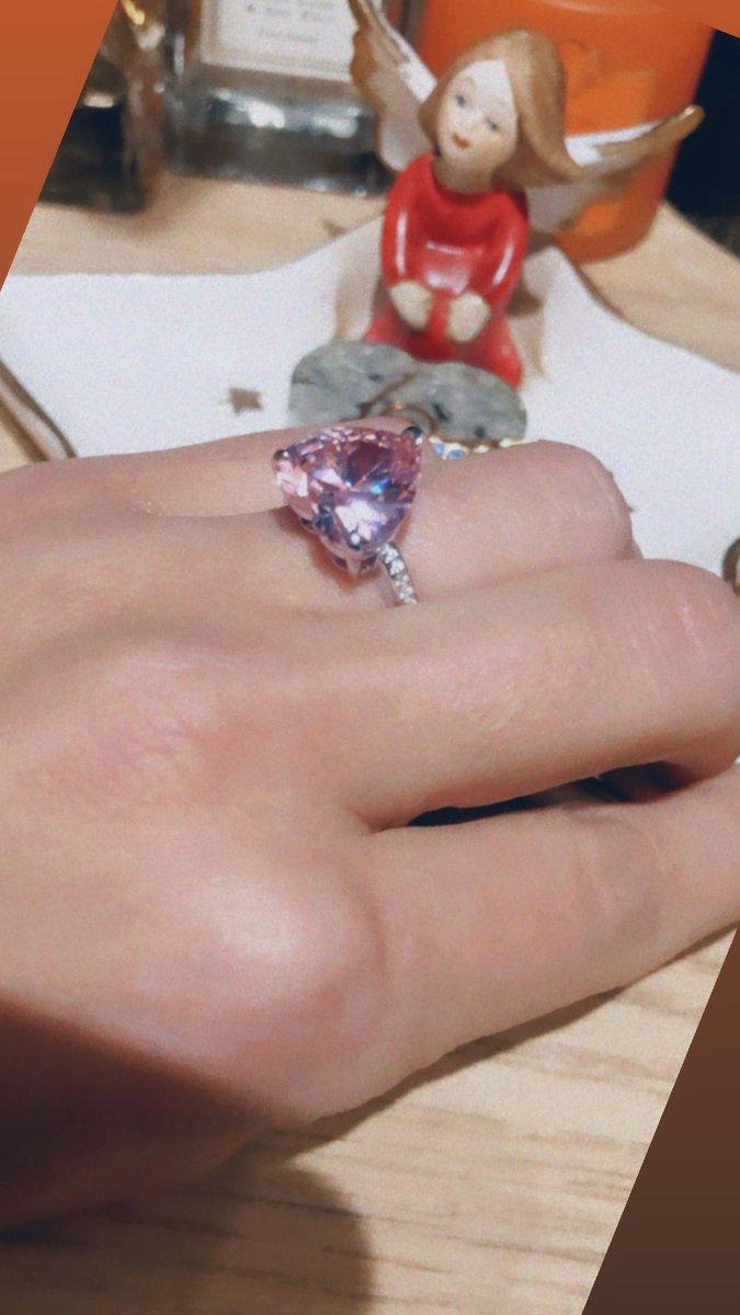 Превосходное кольцо с камнем в виде сердца