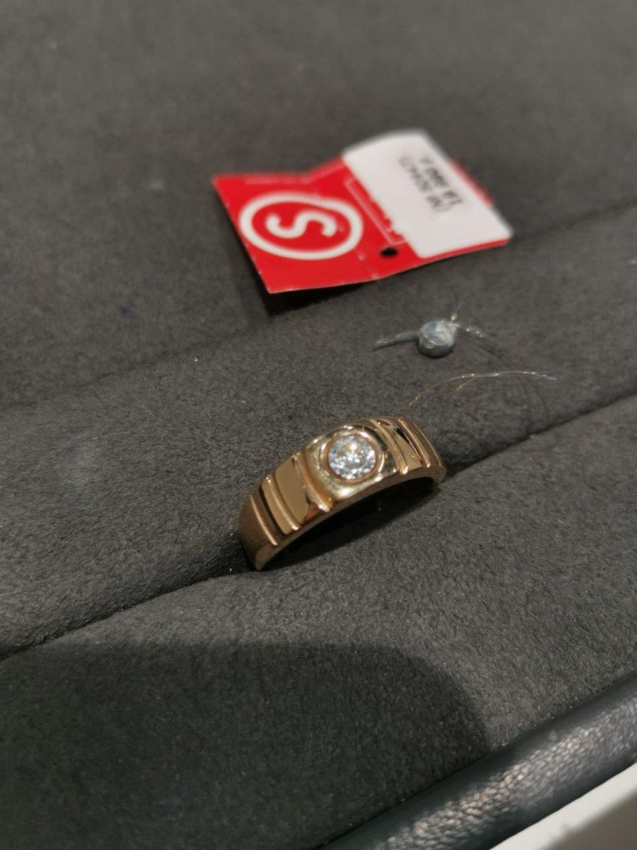 Шикарное золотое кольцо с бриллиантом