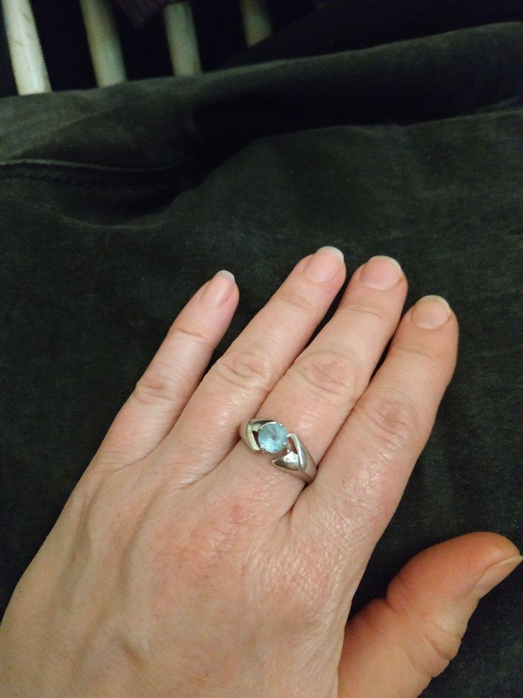 Кольцо с  чудесным топазом.