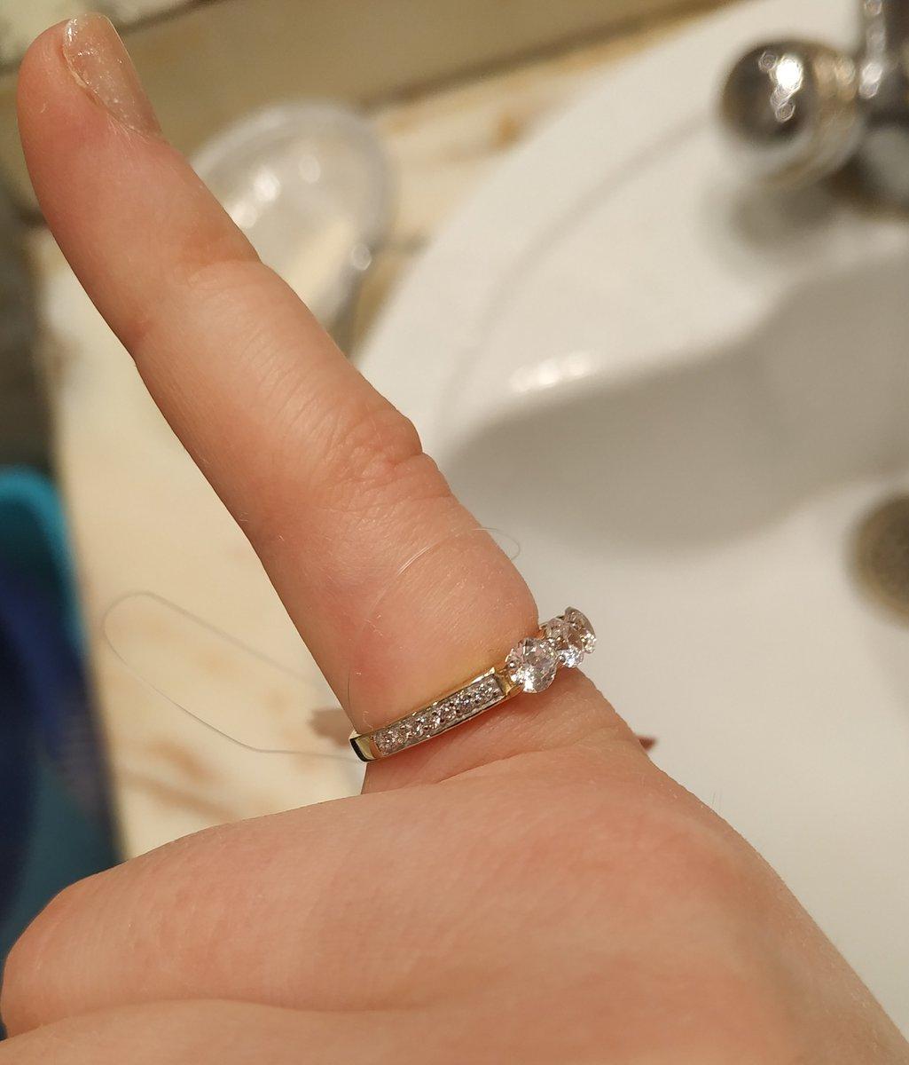 Золотое кольцо с фианитаии