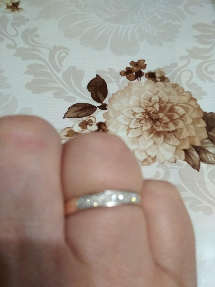 Прекрасное кольцо. так как я вдова хорошо заменяет обручальное кольцо.