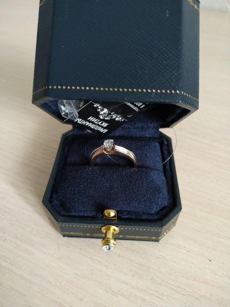 Золотое кольцо с брилиантом