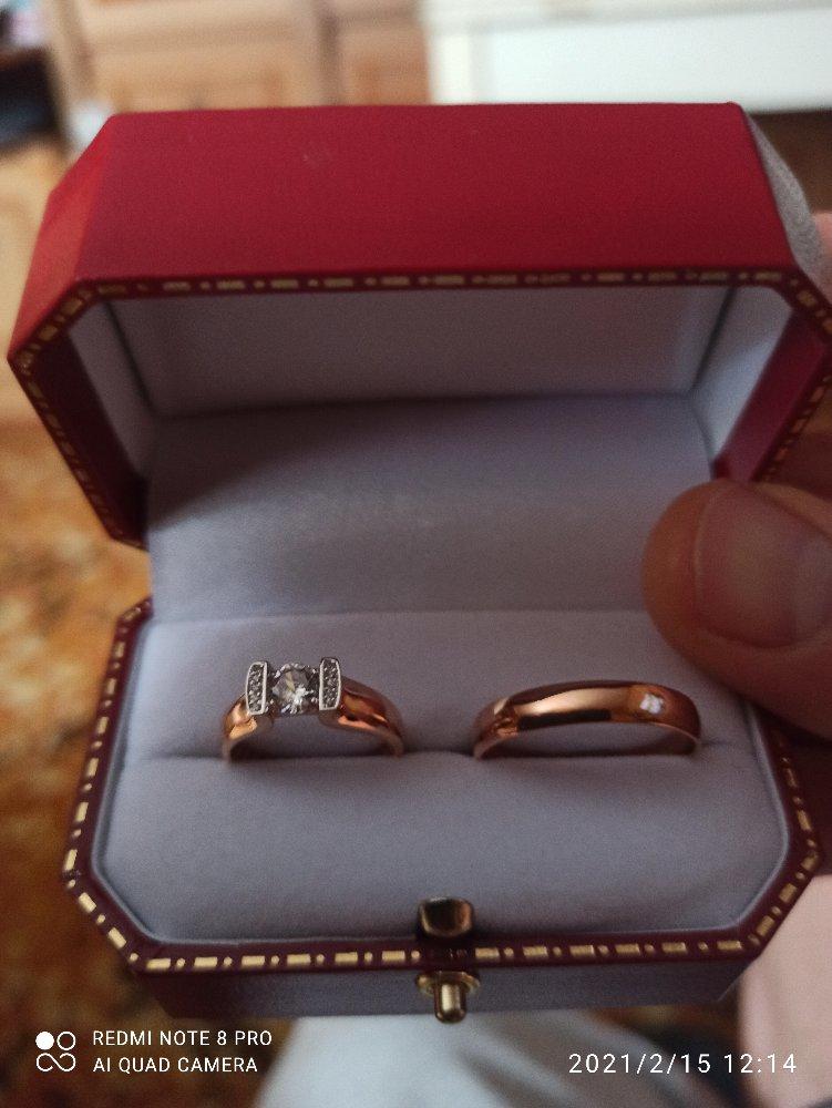 Золотое кольцо с фионитом