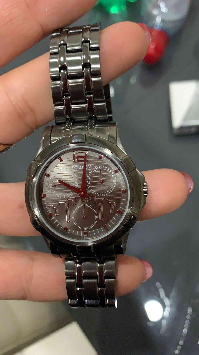Часы очень удобные ,красивые и интересные