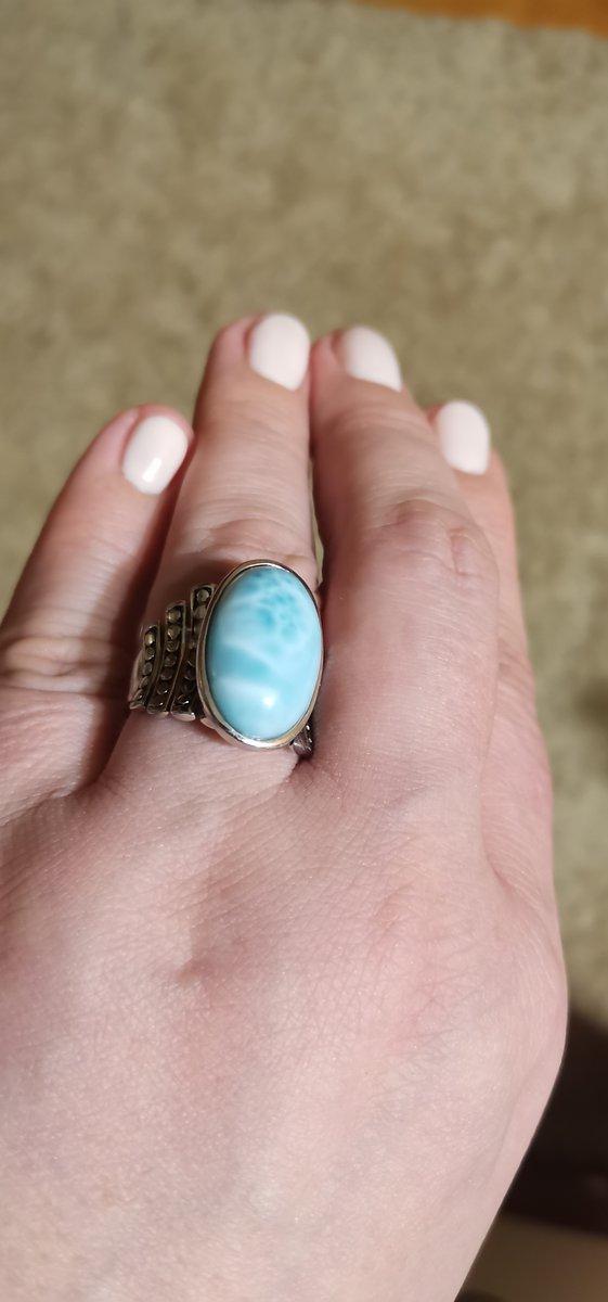 Перстень с нежным камнем небесного цвета!