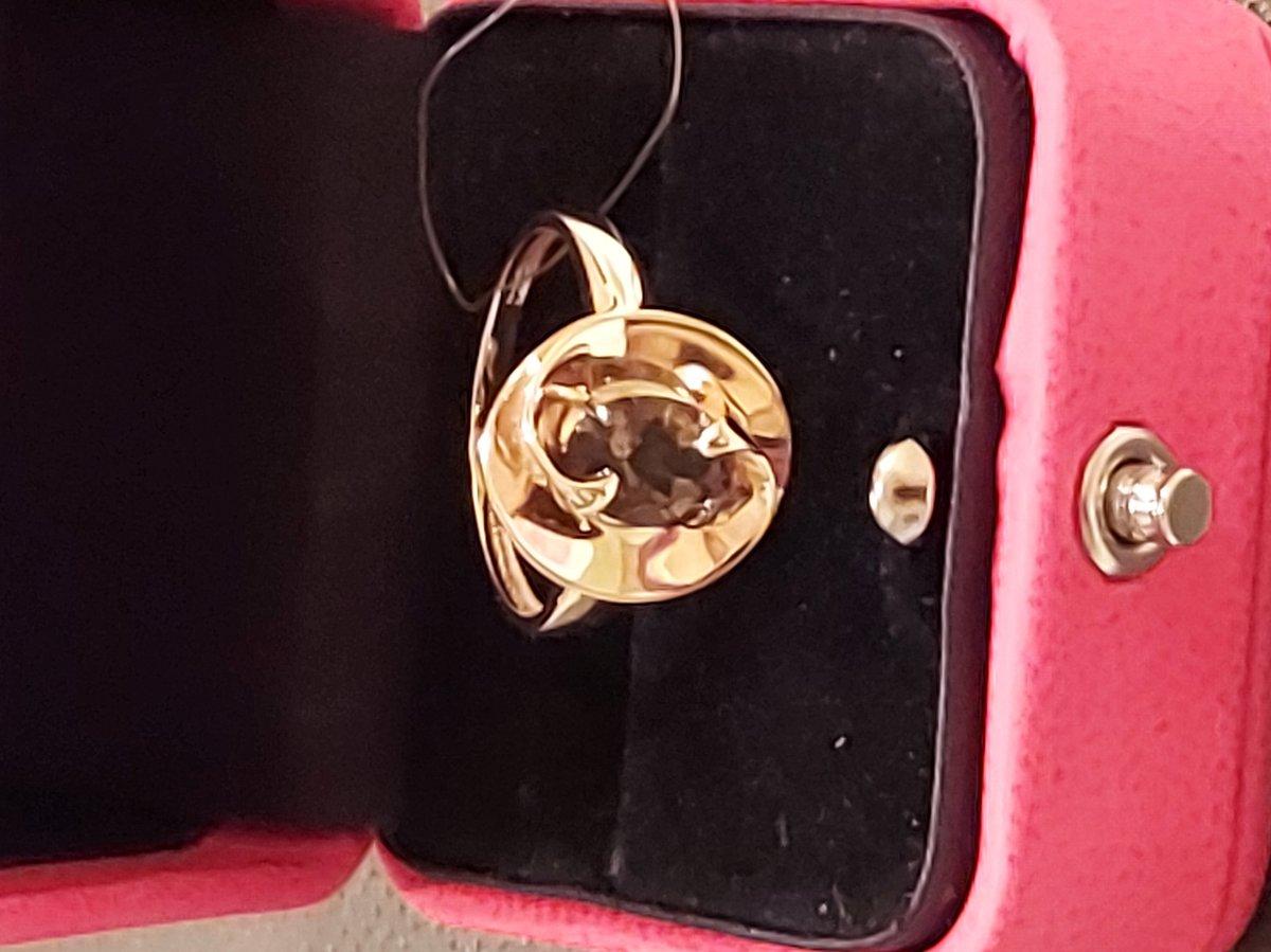 Золоте кольцо с раухтоппзом