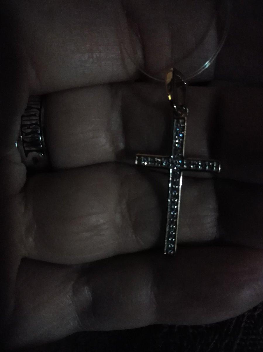Золотой крест с бриллиантами.