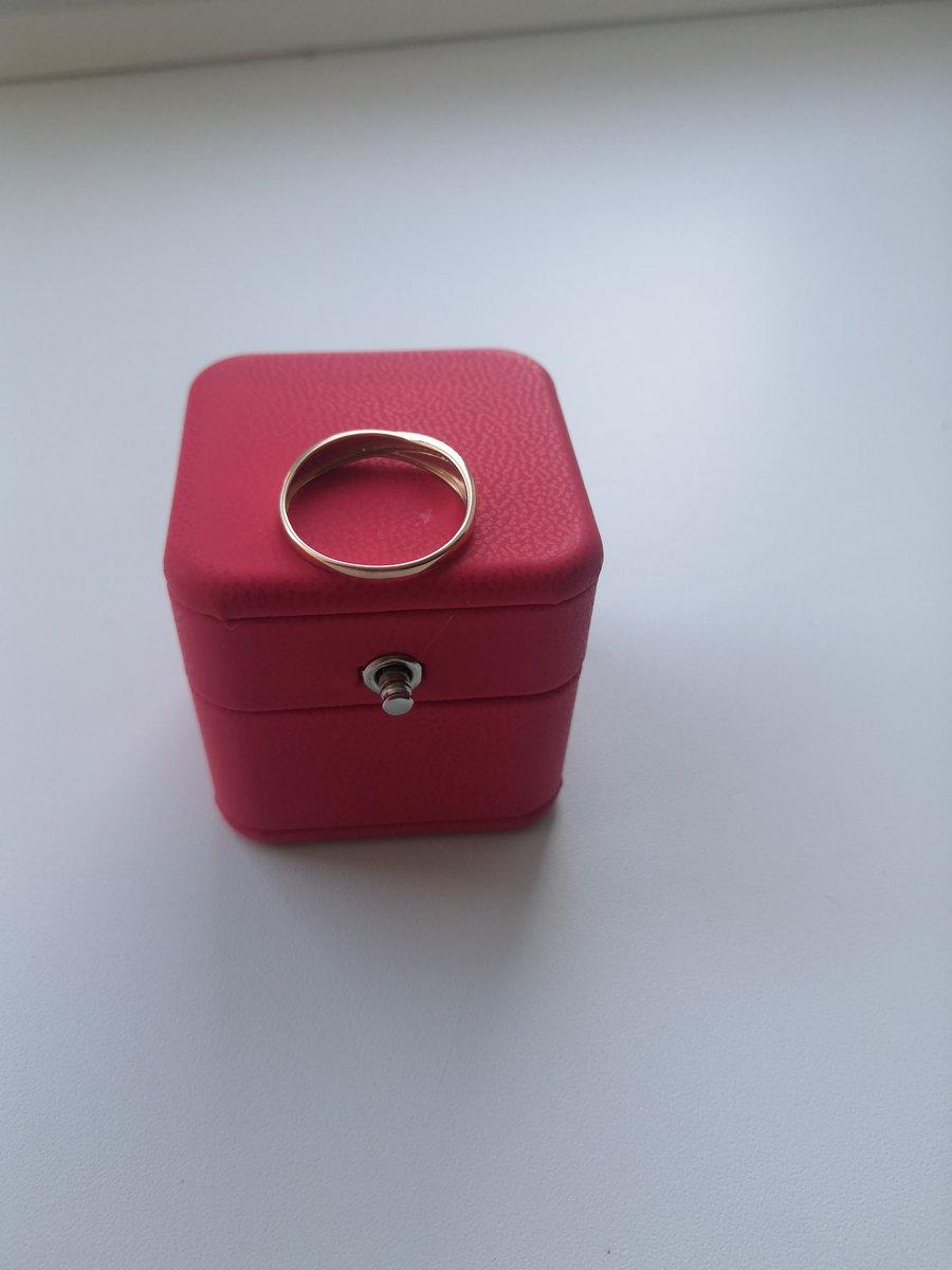 Кольцо с бриллиантиками 💍💍💍