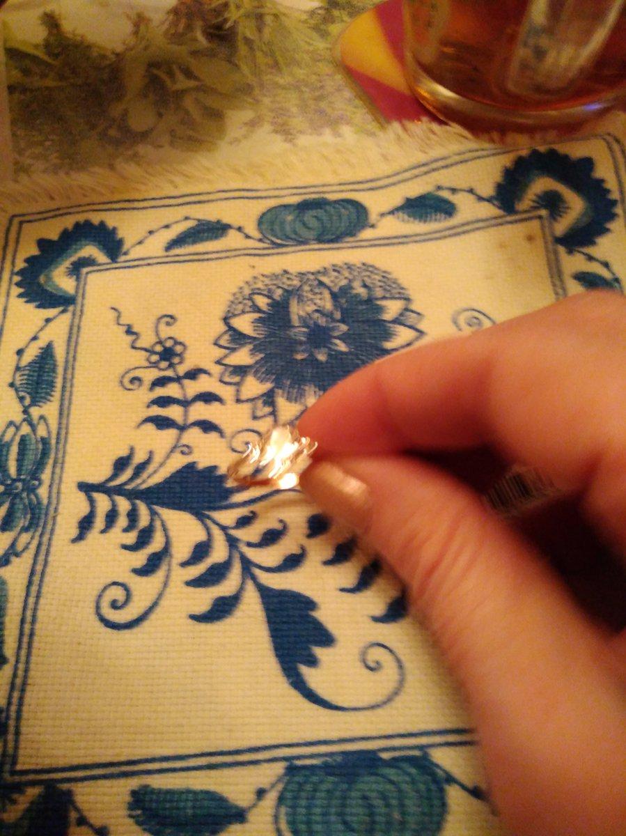 """Кольцо с """"бриллиантами""""."""