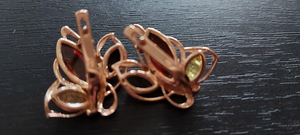 Серёжки шикарные, камни красивые, смотрятся очень нежно,к покупке рекоменду