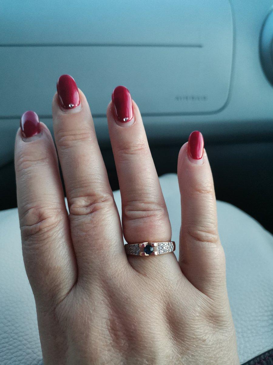 Кольцо от мужа в подарок.