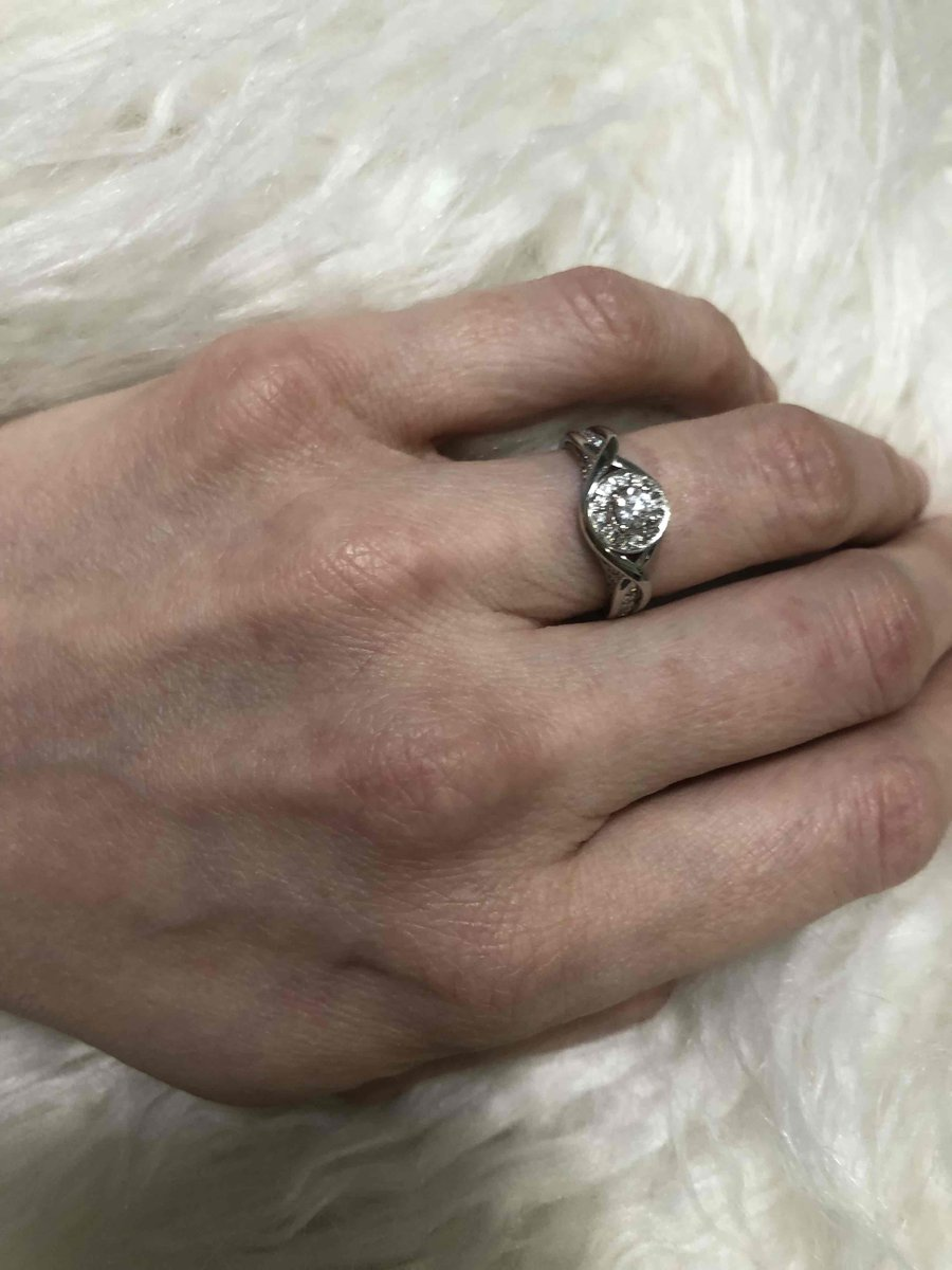 Очень красивое кольцо с бриллиантами