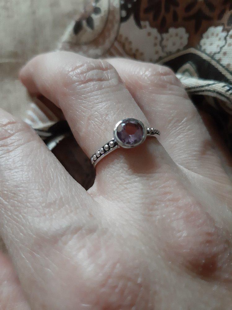 Кольцо идеальное не маленькое и не большое.изящное .спасибо большое .
