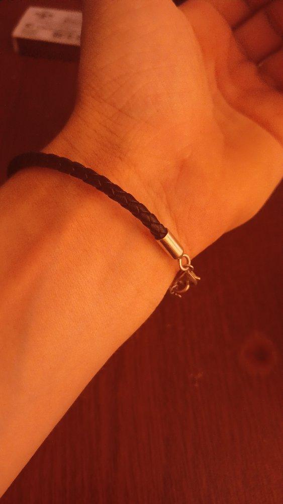 Симпатичный браслет из кож.зам. с серебряной застежкой