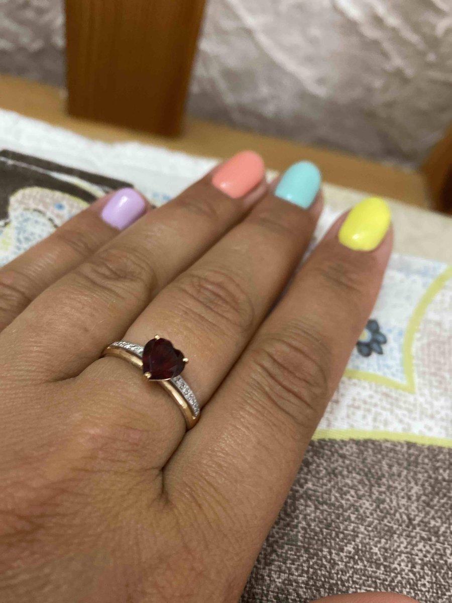 Изумительное золотое кольцо с гранатом