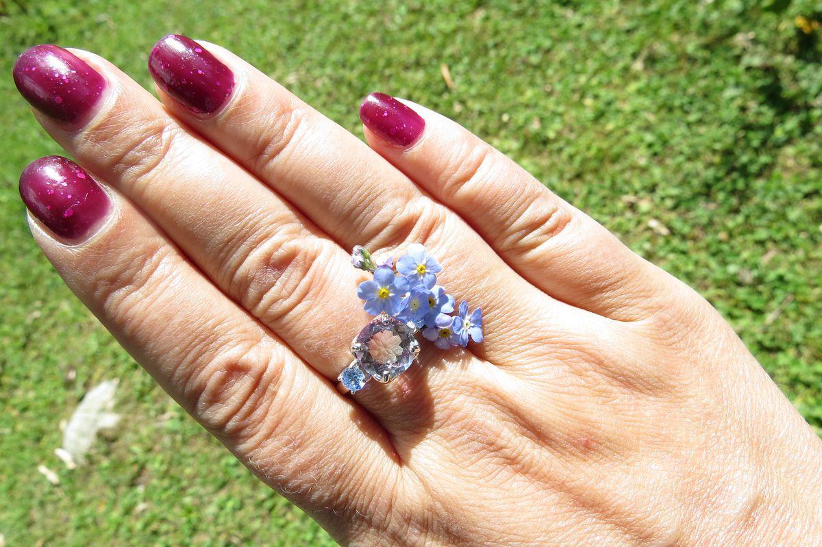 Двухцветный камень