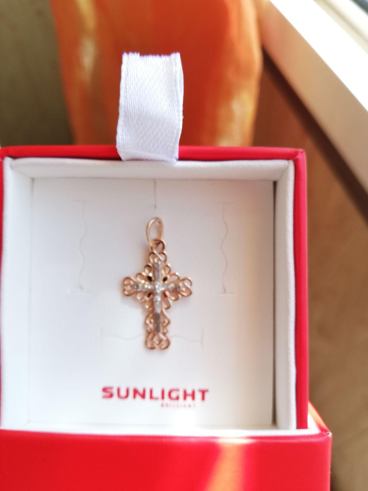 Красивый золотой крестик