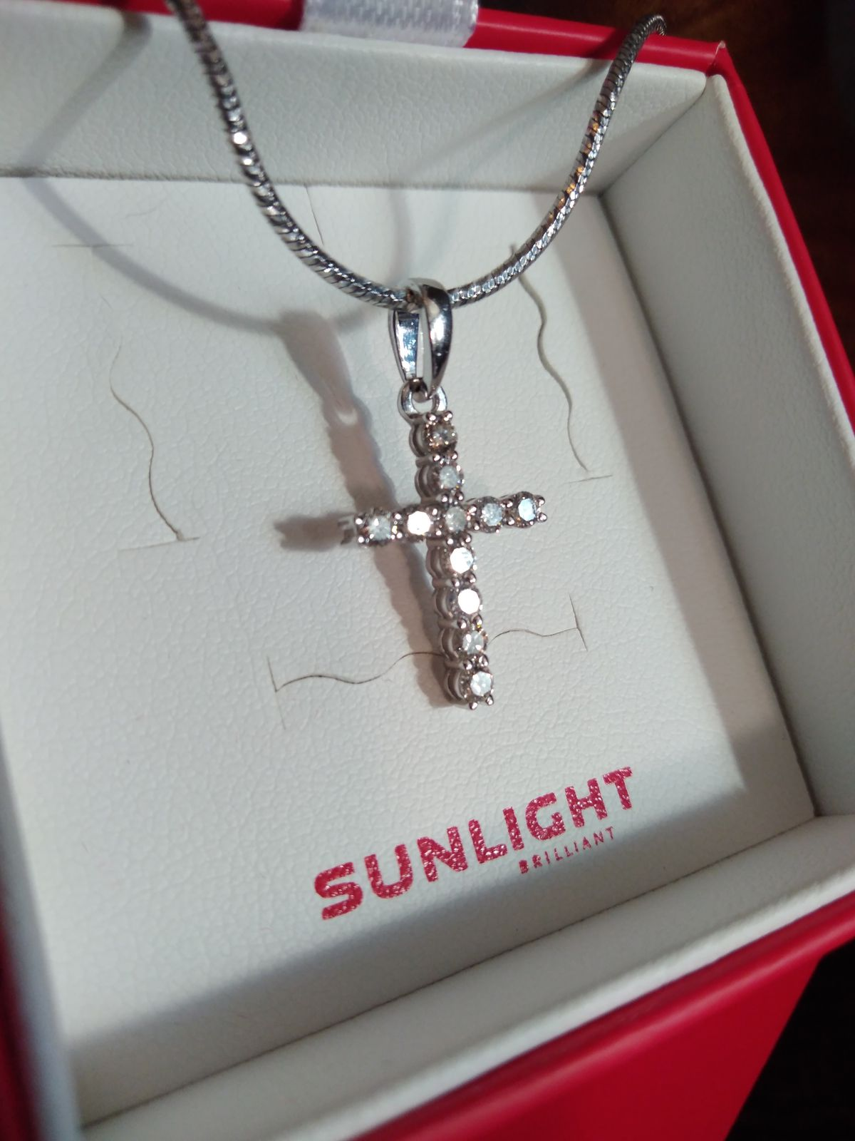 Крестик из белого золота с бриллиантами