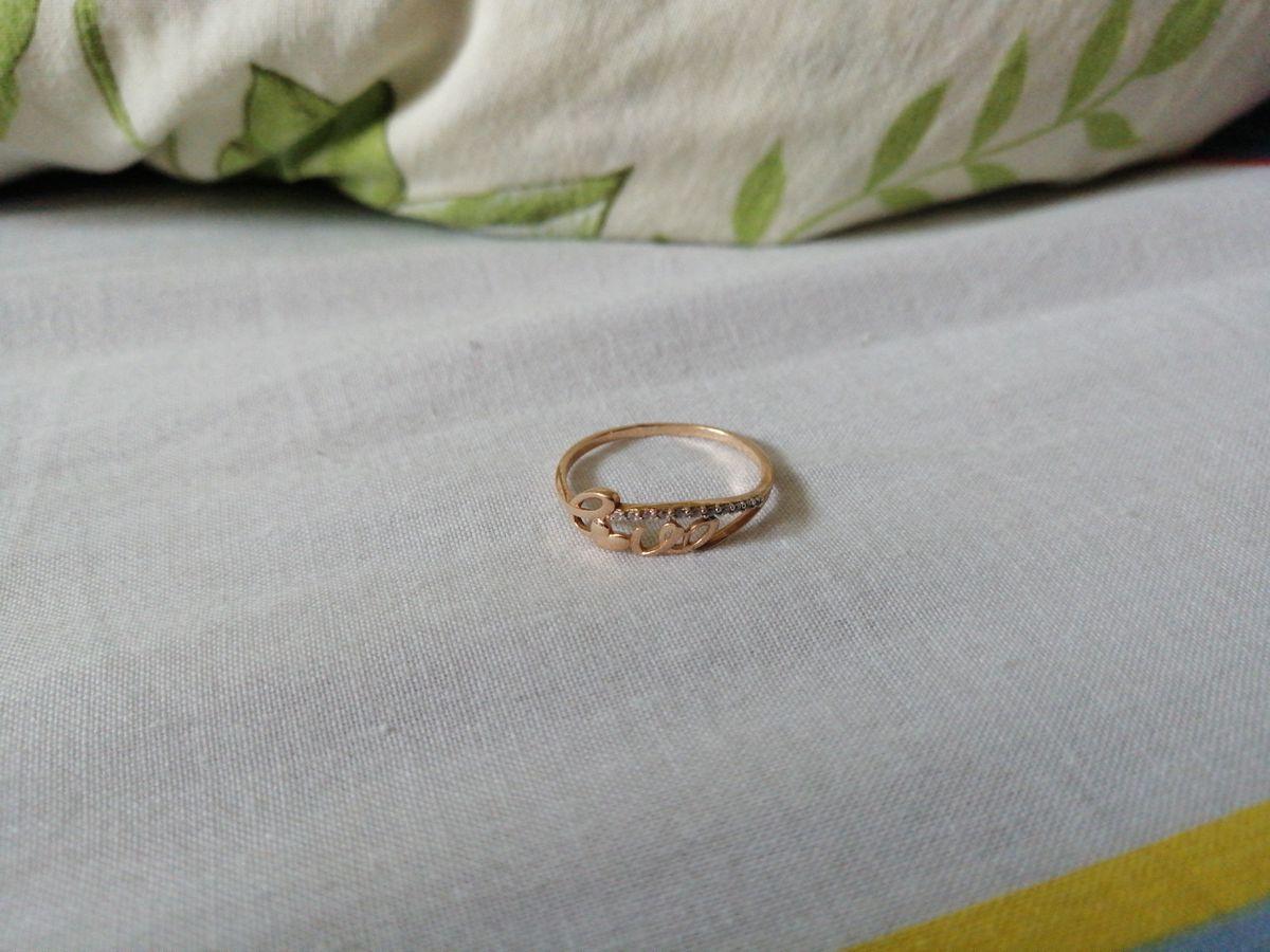 Подарил кольцо девушке на день рождения