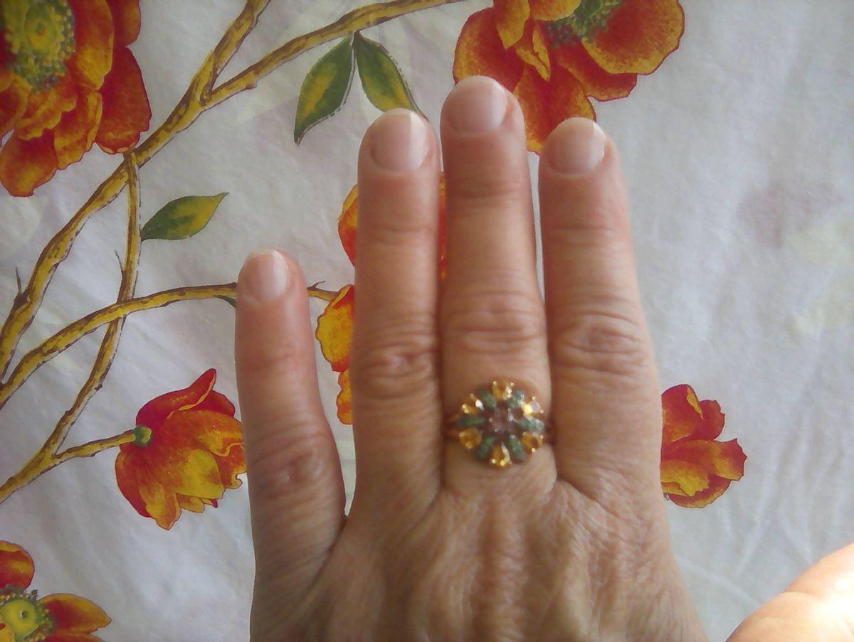 Мне очень понравилось это кольцо,нежное,на руке смотрится очень красиво.
