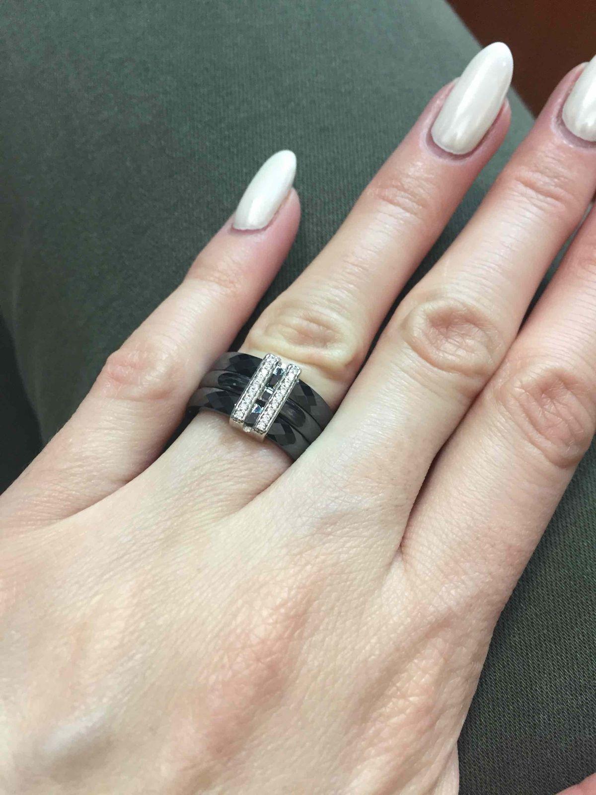 Кольцо из керамики со вставками серебра