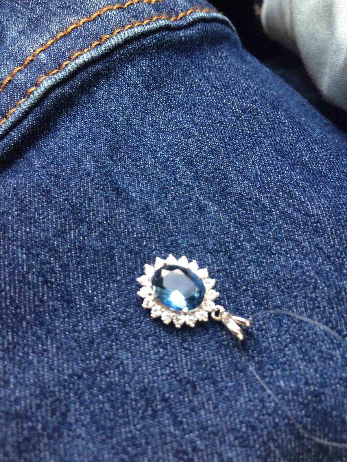 Яркий синий кулон
