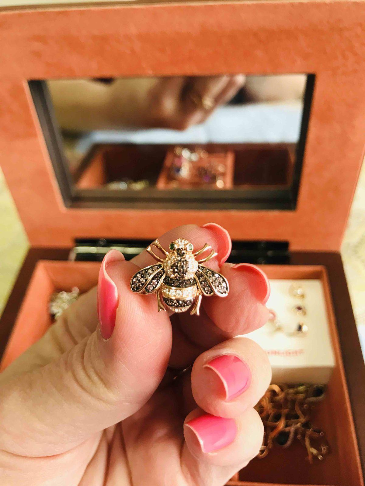 Пчелка брошка
