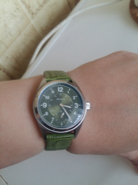 Часы необыкновенного цвета!