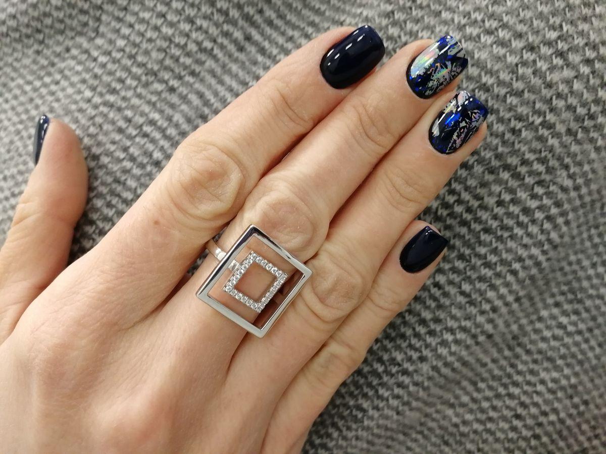 Элегантное кольцо необычной формы