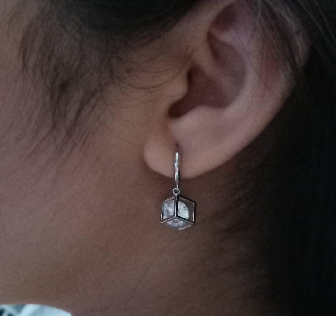 Очень милые серебряные серьги с фианитами