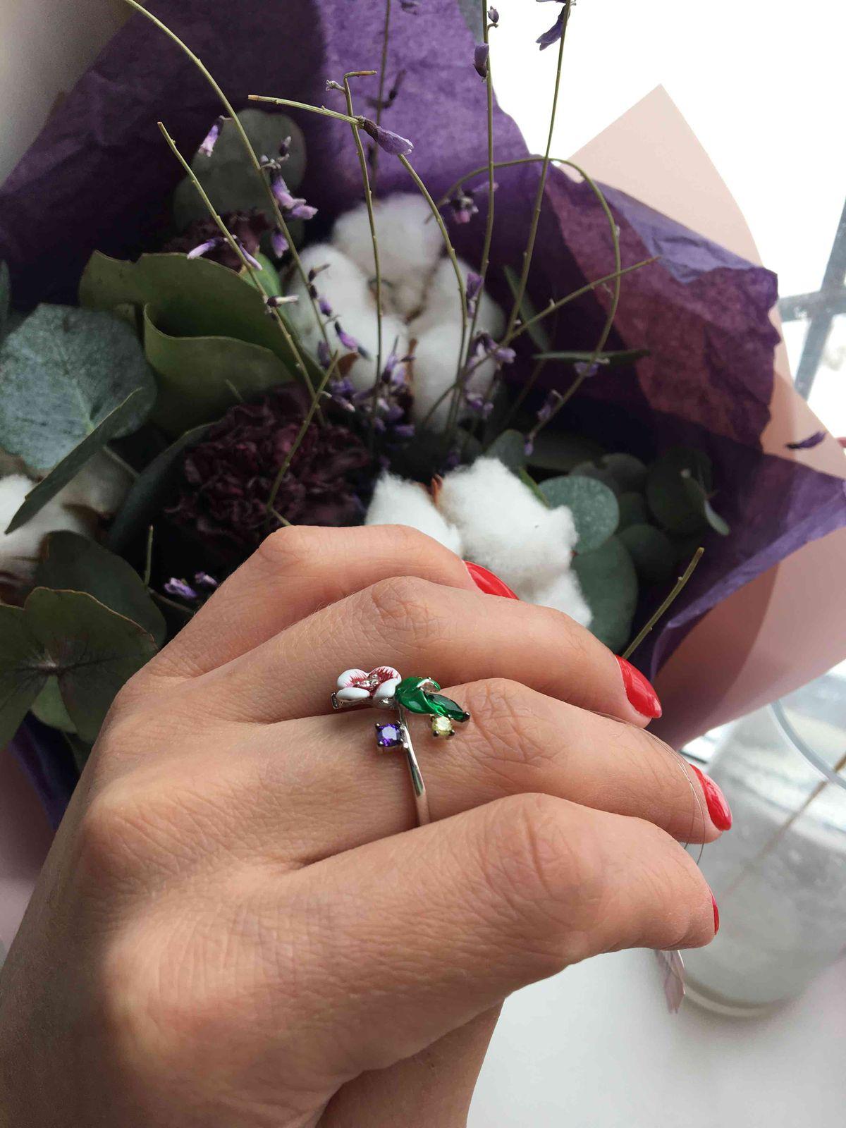 Нежное, аккуратное кольцо