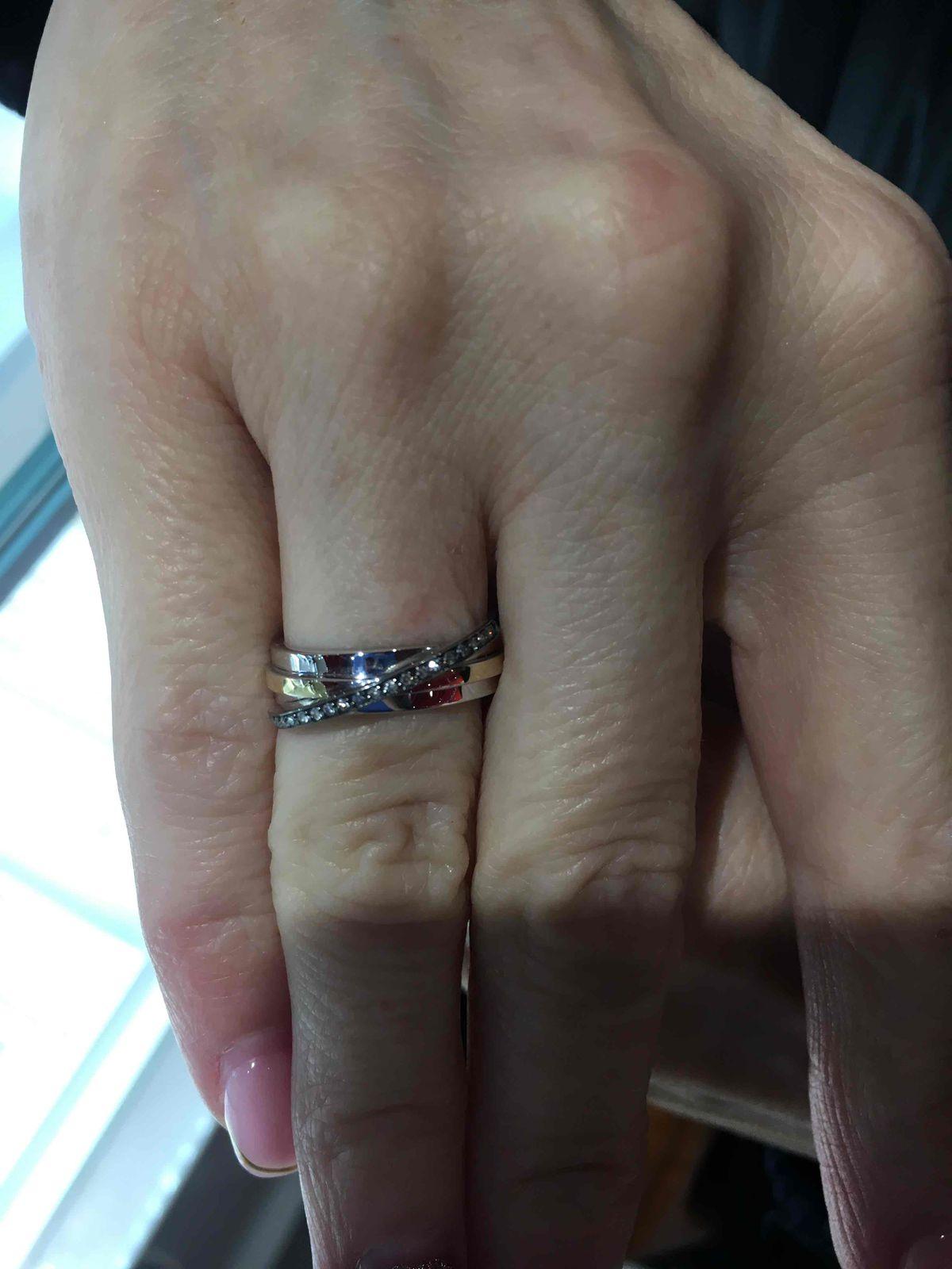 Красивое кольцо в белом золоте