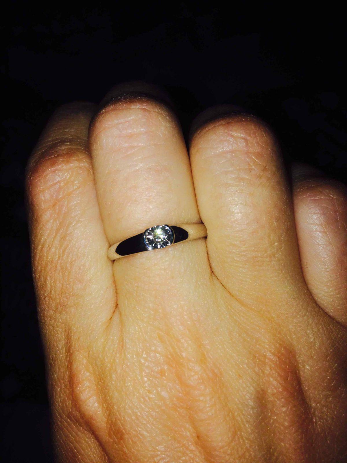 Очень симпатичное кольцо, купили в качестве помолвочного