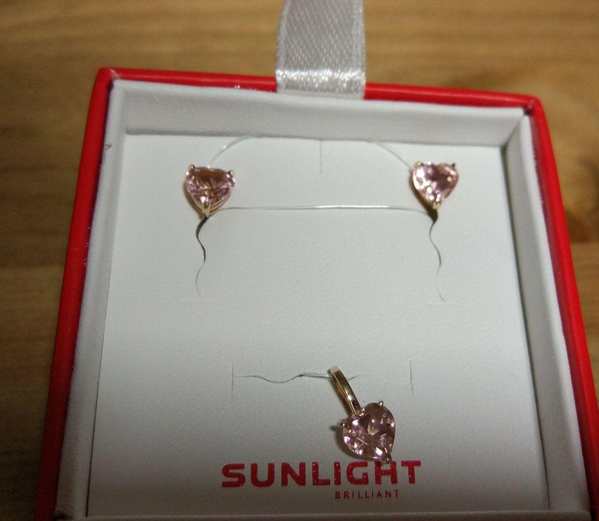 Нежные розовые кристаллы