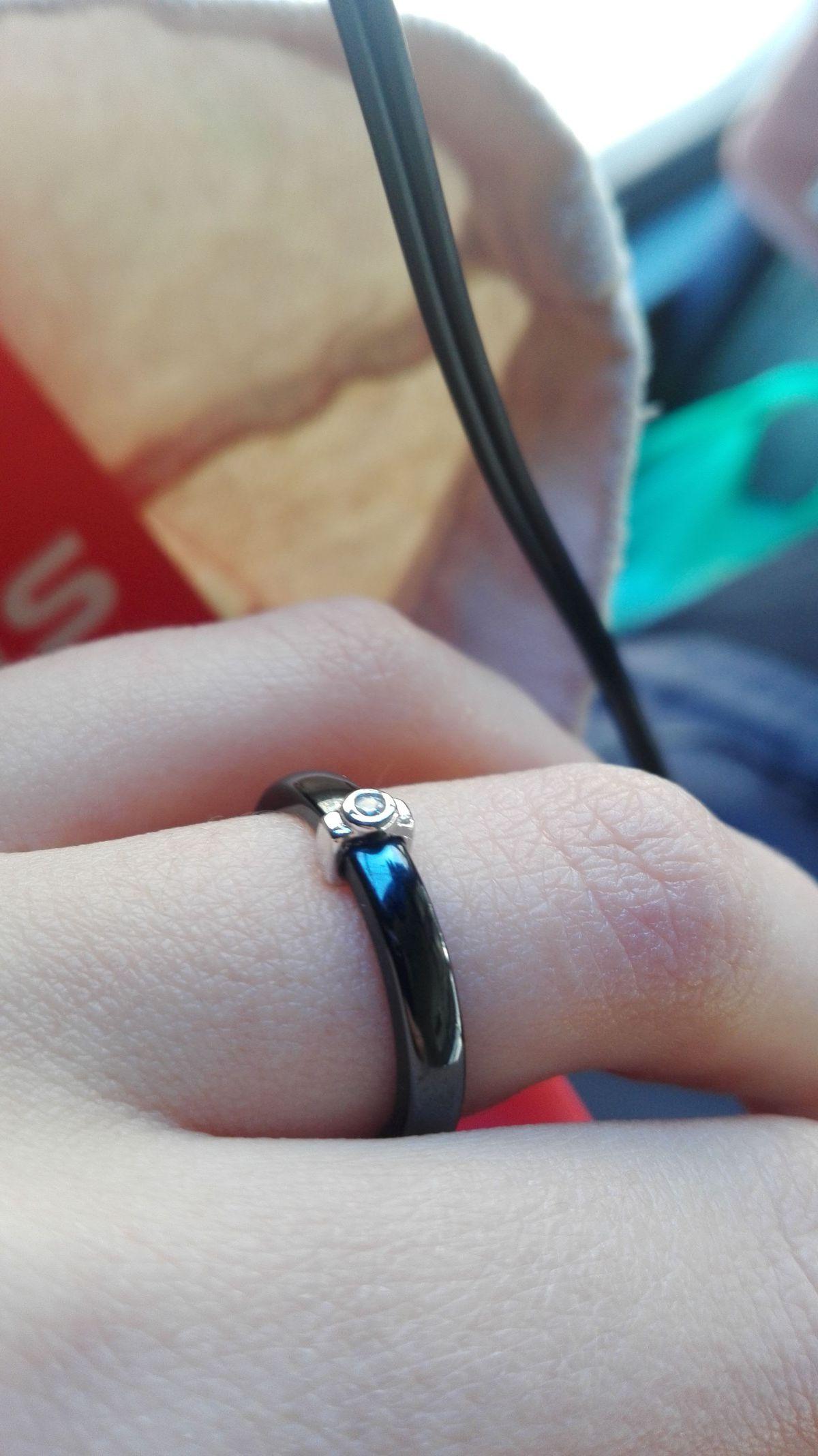 Черное эмалевое кольцо