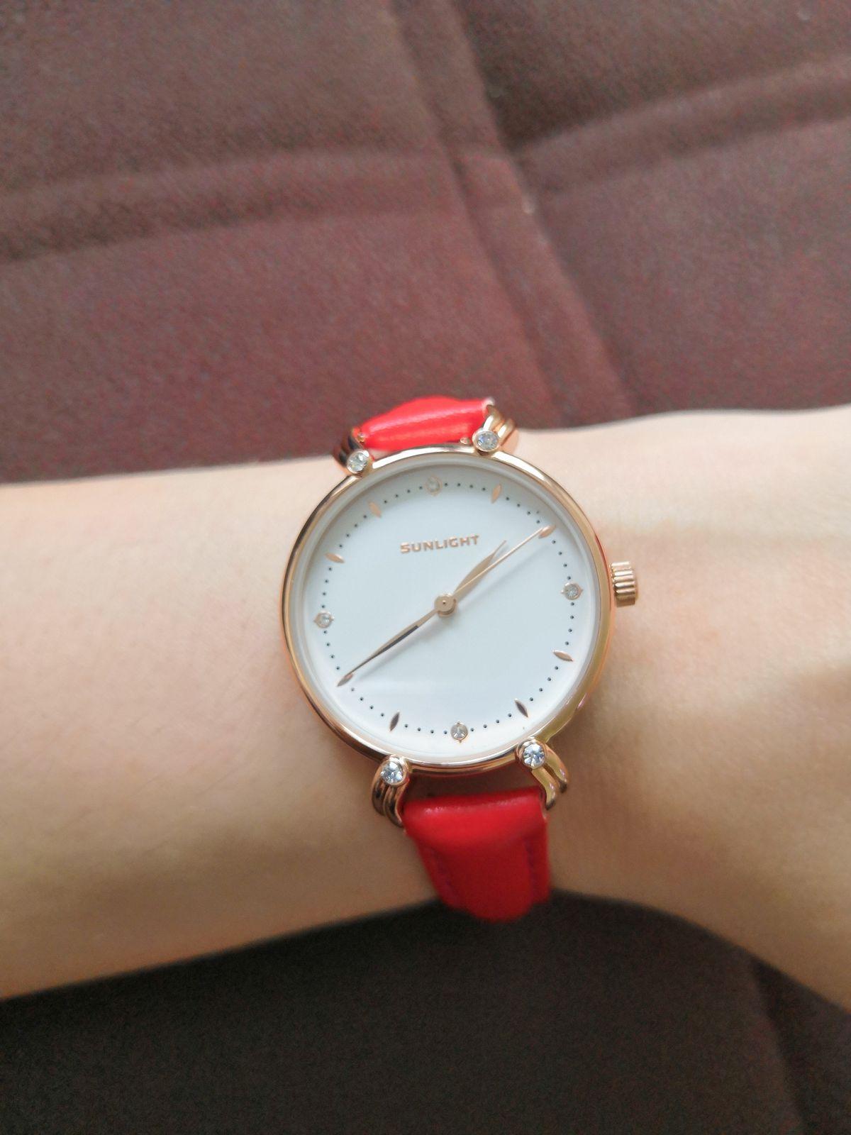 Часы красненькие