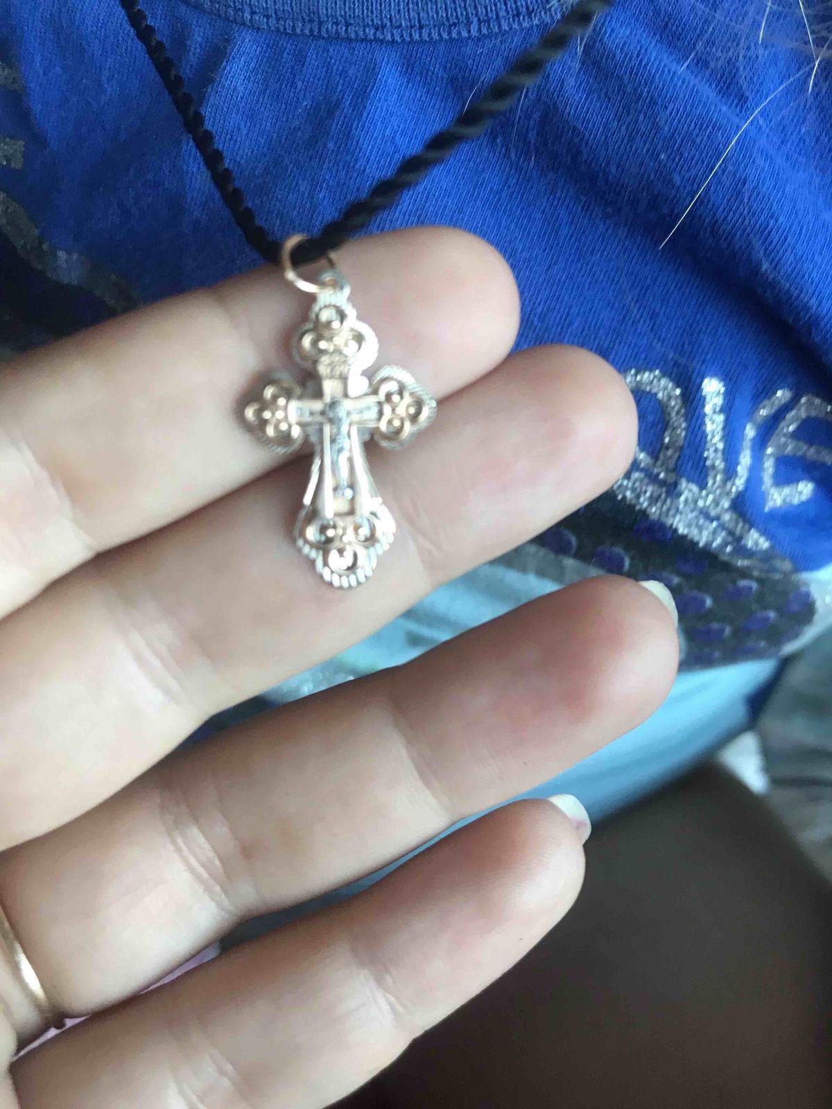 Крестик хороший по половину с белым золотом