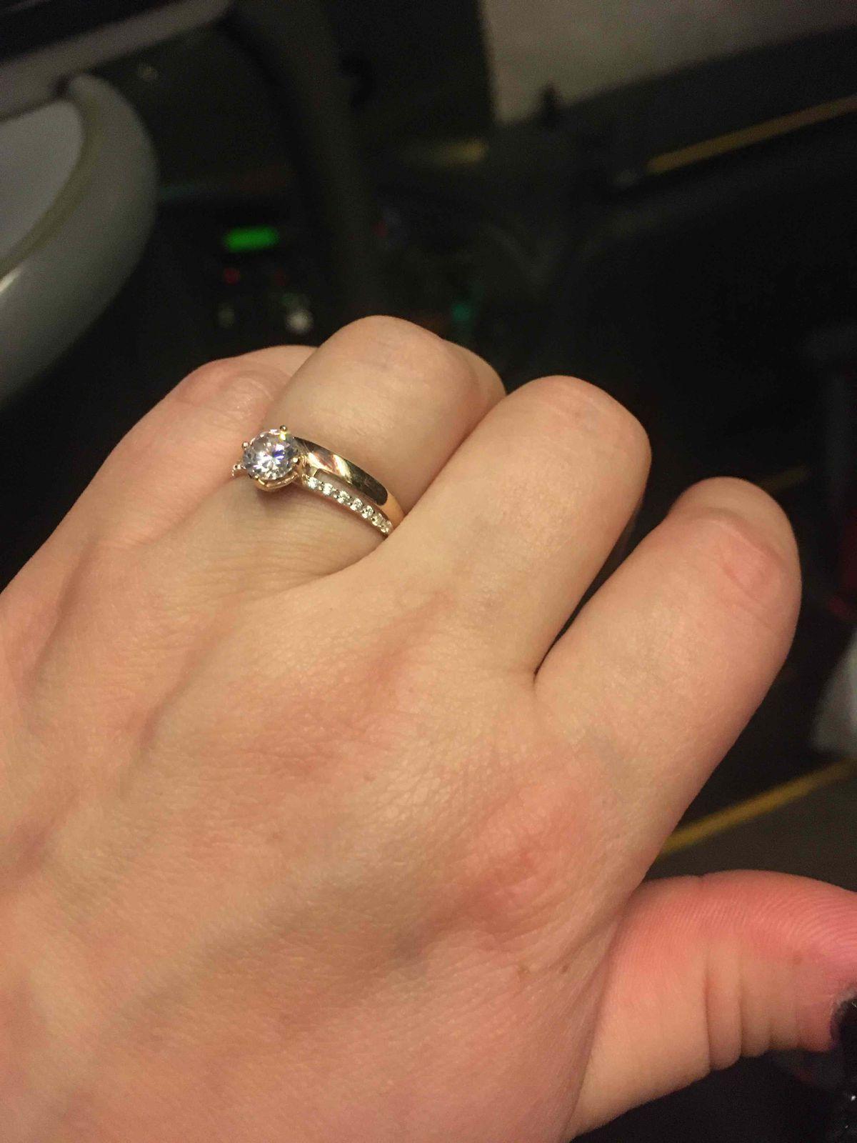 Золотое кольцо с фианитами по хит цене