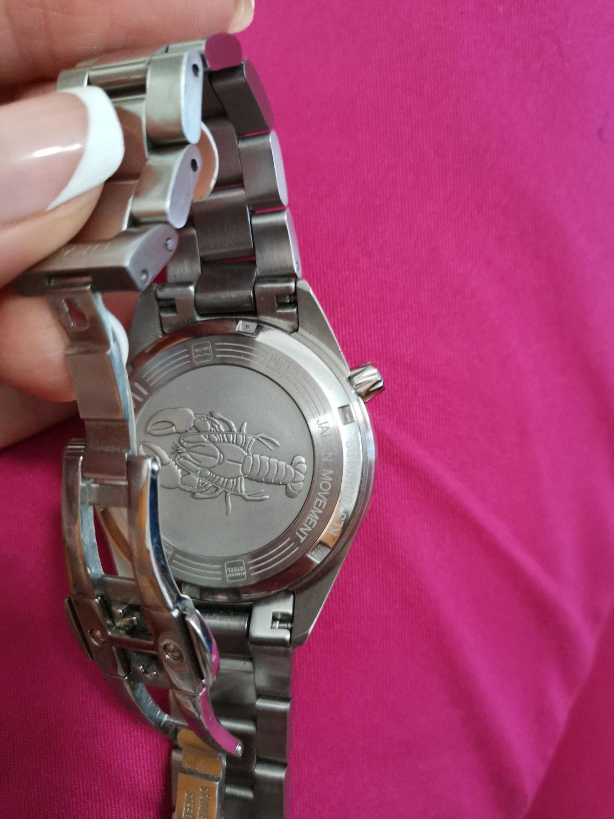 Часы серебристые
