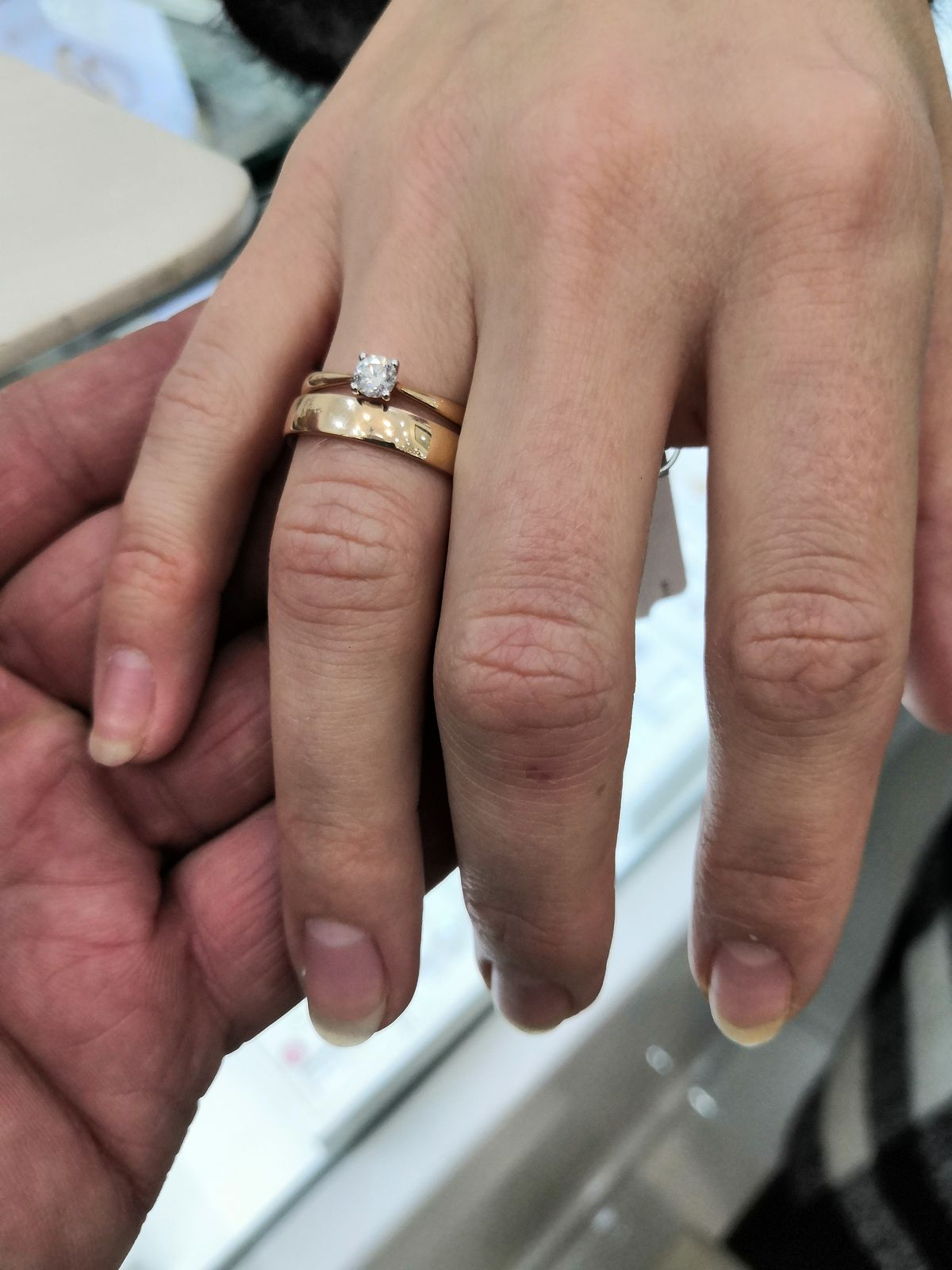 Кольцо с брилиантом на помолвку