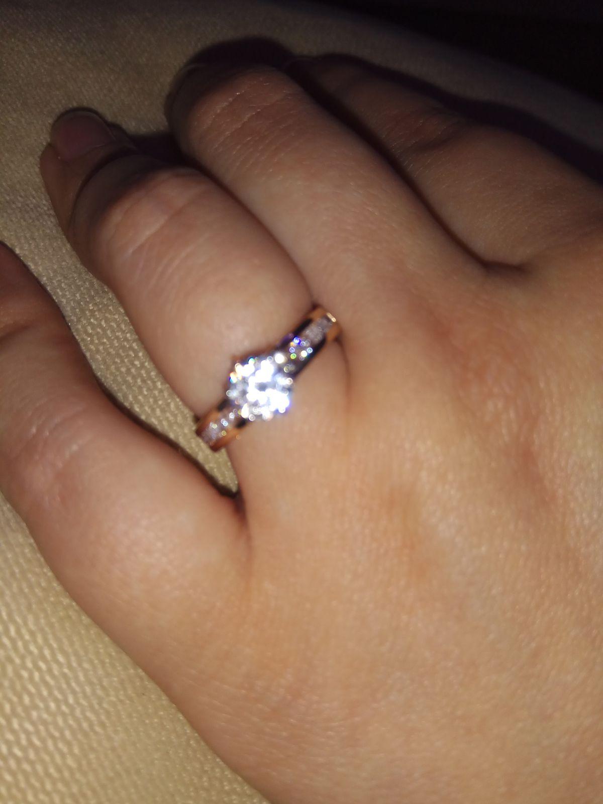 Яркое кольцо для яркой девушки