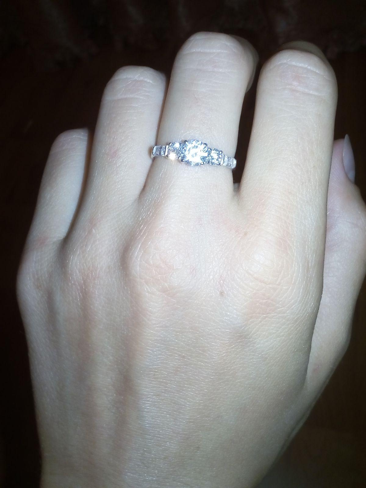 Замечательное кольцо!Очень красиво и элегантно смотрится на руке!Спасибо!