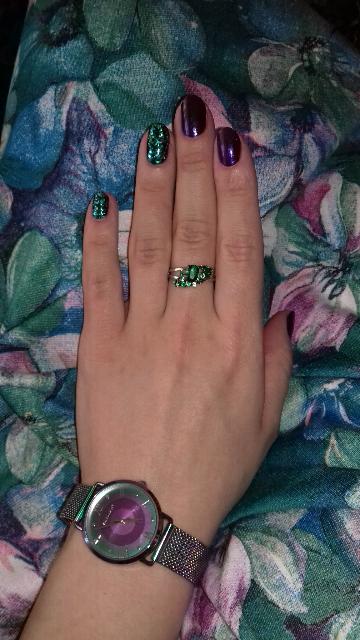 Кольцо с зелеными фианитами