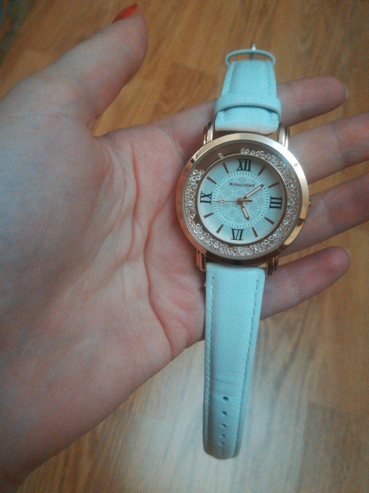 Хорошие, красивые часы