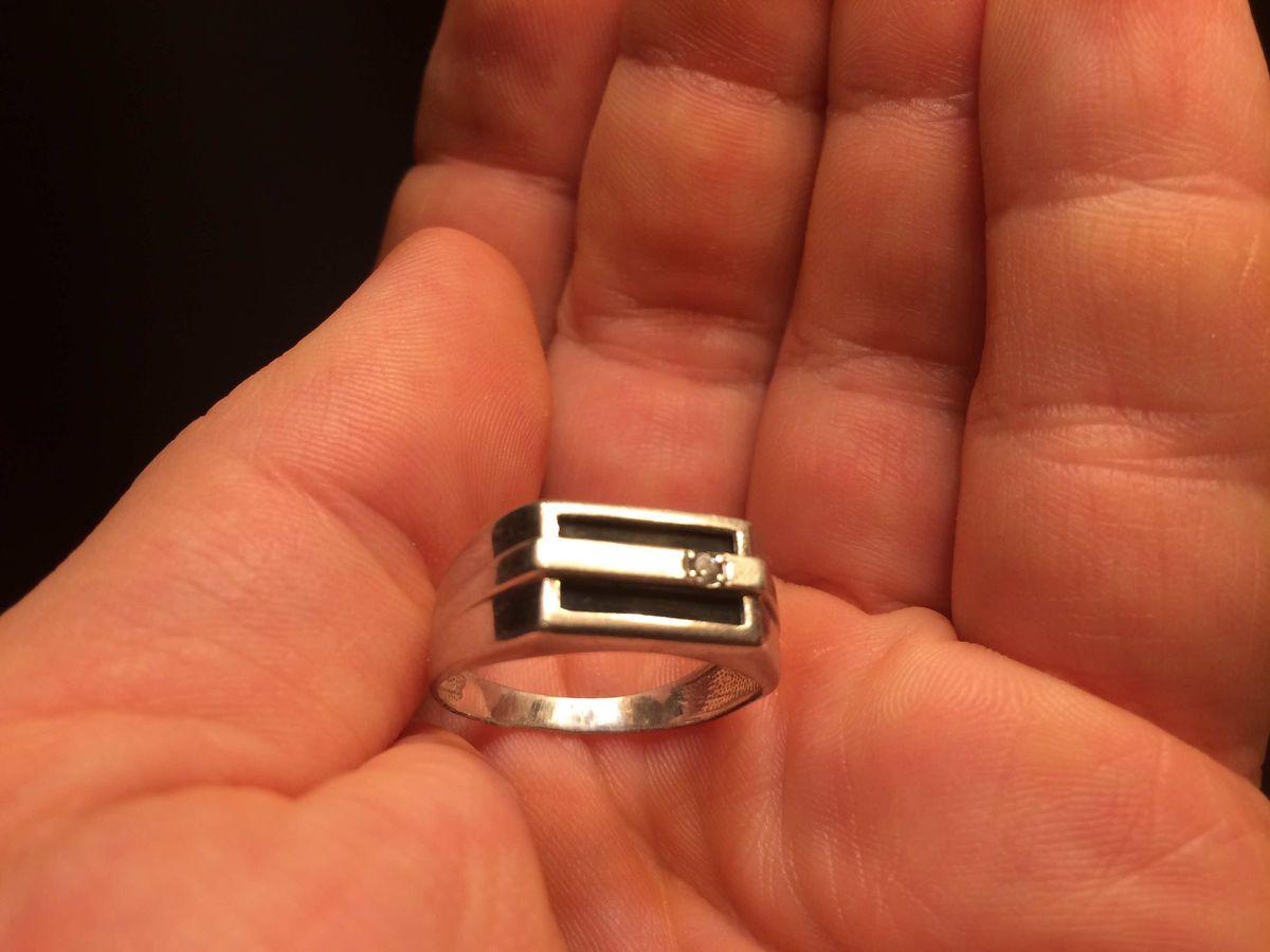 Отличная и элегантная кольцо-печатка.